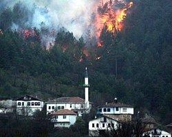 2012'nin En Büyük Orman Yangını Hala Devam Ediyor