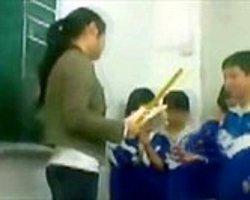 Çin'de İlkokulda Dayak Skandalı - Video