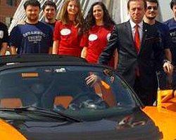 Elektrikli Otomobil tesliminde öğrenci protestosu
