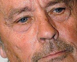 Alain Delon Hastaneye Kaldırıldı