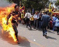 Tibetli Jampa Yeshi Çin'i Protesto Etmek İçin Kendini Yaktı