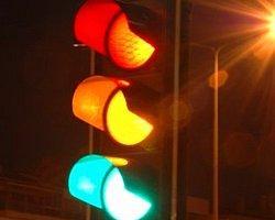 Kırmızı Işıkta Durmayan Otomobil...