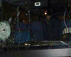 Korsan Göstericiler Otobüs Taşladı