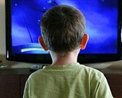Yakından TV İzlemek Miyop Yapıyor
