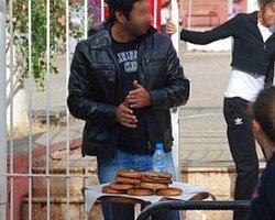 Simitçi Polis Tacizciyi Okul Önünde Yakaladı