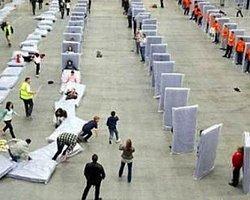 İnsan dominosu rekorunu 850 kişiyle kırdılar