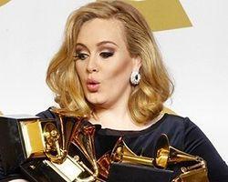 Grammy'nin yıldızı Adele