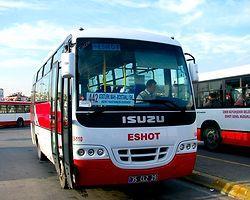 Belediye Otobüsü İle Otomobil Çarpıştı: 1 Ölü