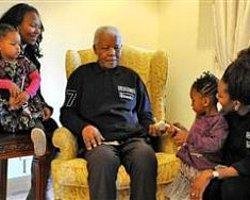 Nelson Mandela Köyüne Dönüyor