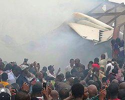 Nijerya'da uçak düştü: 153 ölü