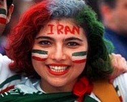 İranlı Kadınlara Futbol Yasağı