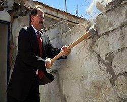 TOKİ Başkanı Aldı Eline Balyozu