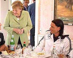 Merkel'den Mesut'a: Senin Hayranınım