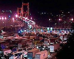 İstanbul'da Trafik Çilesi Gece - Gündüz Sürüyor!
