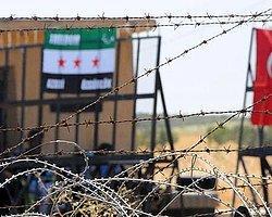 Suriyeli Muhalifler Sınıra Türk Bayrağı Astı
