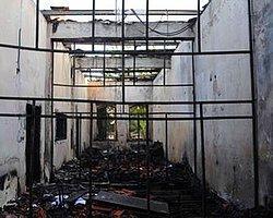 Tarihi Çarşıda 132 Yıllık Taş Bina Yandı