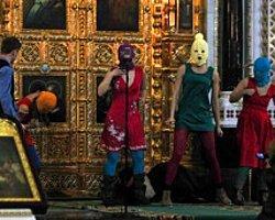 Pussy Riot'un İki Üyesi Rusya'dan Kaçtı