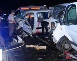 İki Kazada 12 Kişi Öldü