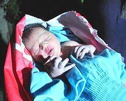 Şanlıurfa'da, Bir Evin Önüne Bırakılan Poşetten Bebek Çıktı