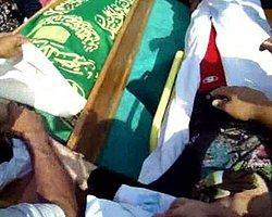 Sedye İle Eşinin Cenazesine Katıldı