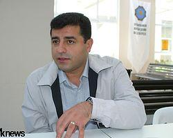 """""""Öcalan'ın Fikirlerini Savunmak Suç Değil"""""""