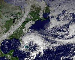Sandy ABD'de Etkisini Kaybederken, Halk Obama'dan Memnun Kaldı...