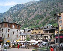 Andorra'nın Yüzölçümü Küçük Alışverişte Şöhreti Büyük