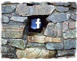 Facebook Sonunda Bir Telefon Mu Olacak?