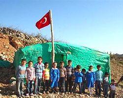 17 Öğrenci 'Çadırokul'da Eğitim Alıyor