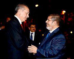 Başbakan Mursi'yi Tebrik Etti