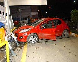 Otomobil Benzin İstasyonuna Daldı!