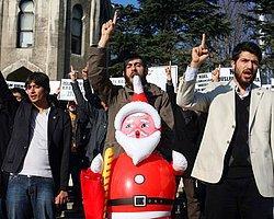 Noel Baba Protesto Edildi