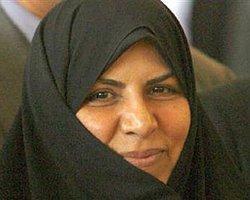 Ahmedinejad Tek Kadın Bakanını Kovdu