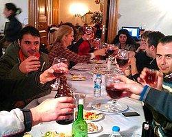İçki Yasağına Şaraplı Protesto