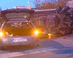 Minibüs Otomobilin Üzerine Uçtu: 6 Yaralı