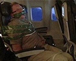 İzlanda Uçağında İnsanlara Vuran Yolcu Koltuğa Bağlandı