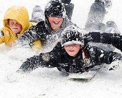Bazı İllerdeki Okullarda Kar Tatili Devam Ediyor