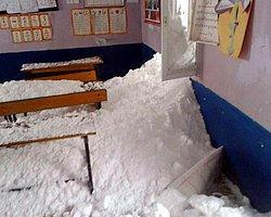 Köy Okulu Düşen Çığın Altında Kaldı