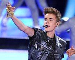 Justin Bieber Korumasıyla Mahkemelik Oldu!