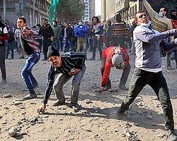 Tahrir'de Polisle Göstericiler Çatıştı