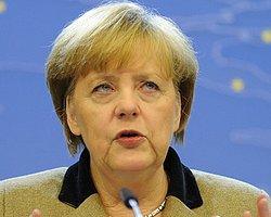 Merkel, Nazi Döneminin Unutulmamasını İstedi!