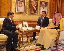 Davutoğlu Suudi Arabistan'da Temaslarda Bulundu