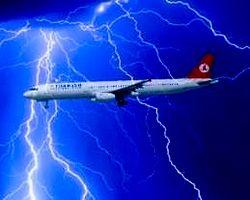 Thy Uçağına Yıldırım İsabet Etti