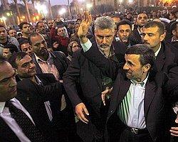 Ahmedinejad'a Ayakkabılı Saldırı