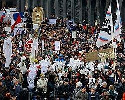 Slovenya'da Meydanlar Isındı