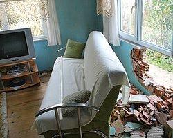 Fırlayan Kamyon Tekeri Evin Duvarını Yıktı