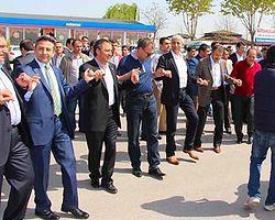 AKP'li Vekillerden Batman'da 'Barış Halayı'