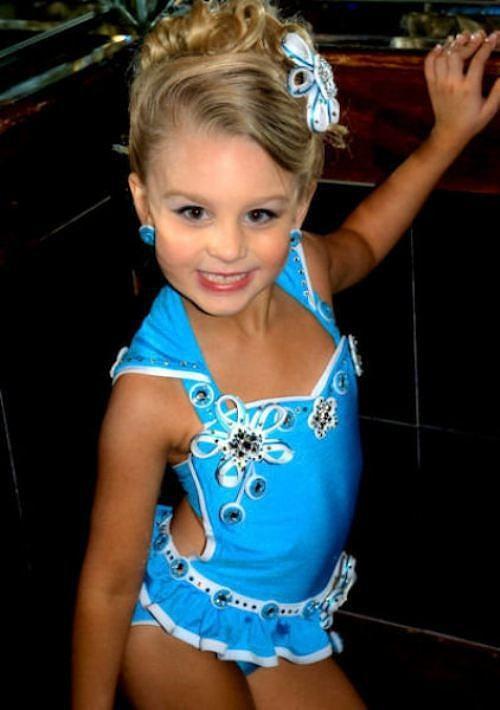 Конкурс красоты для маленьких девочек (30 фото) Петрушки.