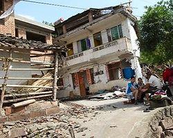Çin Depreminde Ölü Sayısı 200'ü Aştı