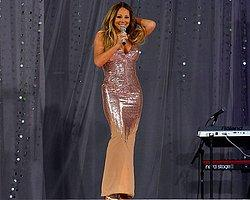 Mariah Carey Sahnede Elbisesinin Azizliğine Uğradı